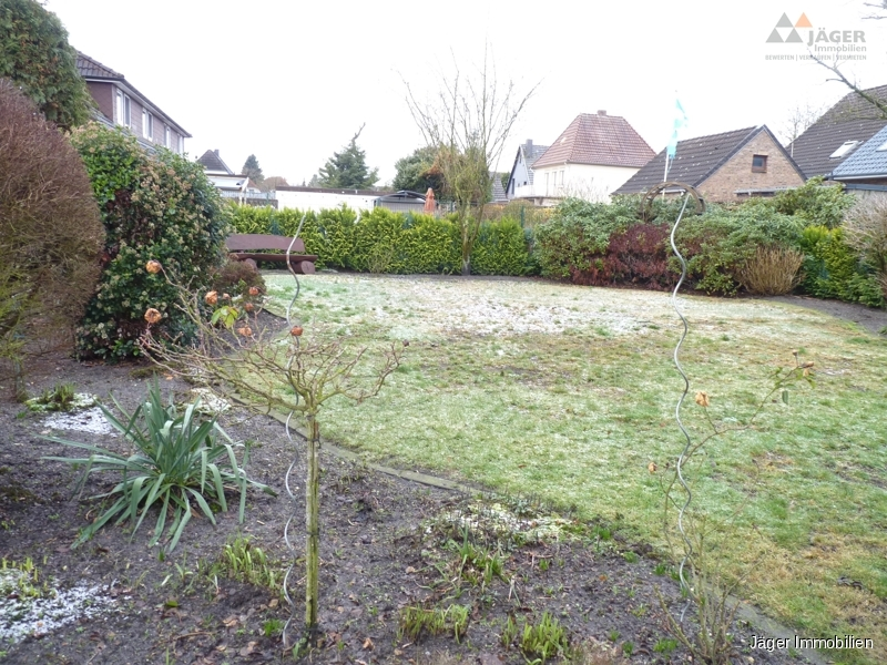 schöner Garten mit Platz