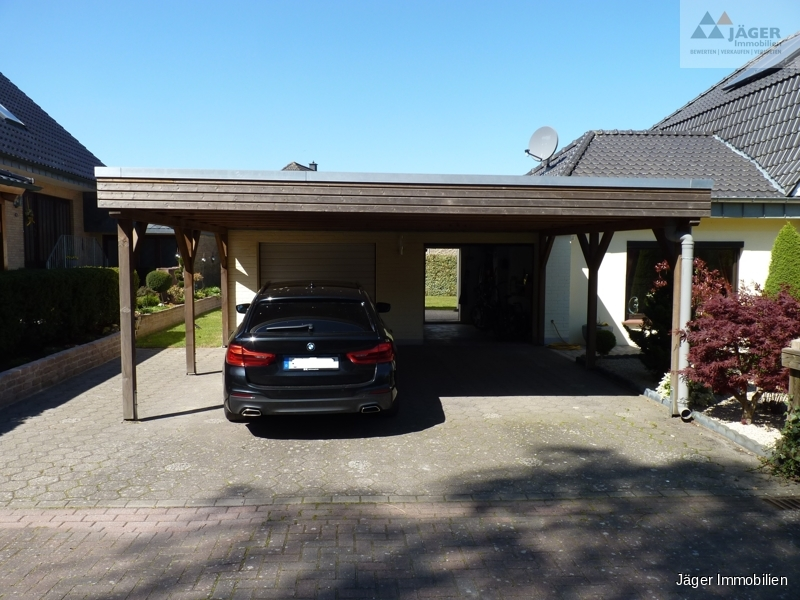 Carport mit Doppelgarage